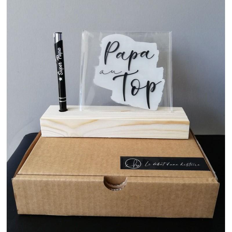 Cadre plexi Papa au top sur socle en bois avec stylo gravé